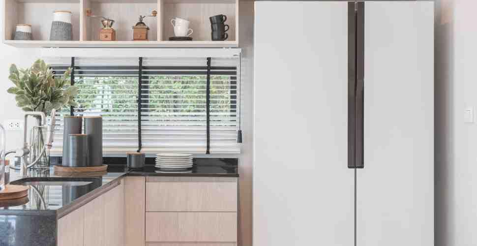 Comment cacher un frigo dans une cuisine ouverte ?